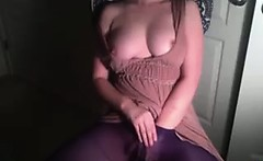 Girl masturbates on cam