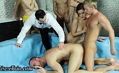 Bi Dudes In Bi Orgy Sucking Cock