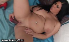 Thick mature bends over and fucks